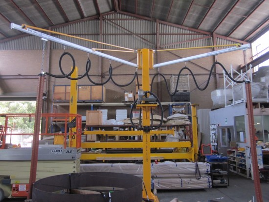 LIGHT ALUMINIUM SLEWING JIB CRANE WITH VACUUM ATTACHMENT